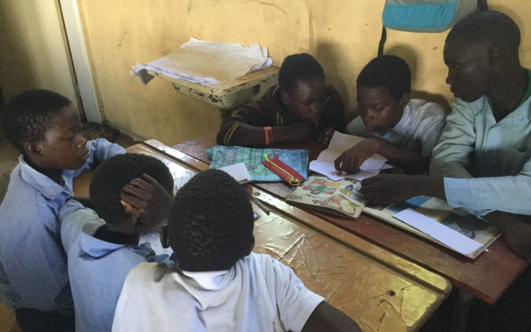 Exchanging letters between schools in the U.K. and Zambia