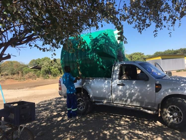 New 'Walk For Water' 5,000 litre water tank arrives at Linda Community School.